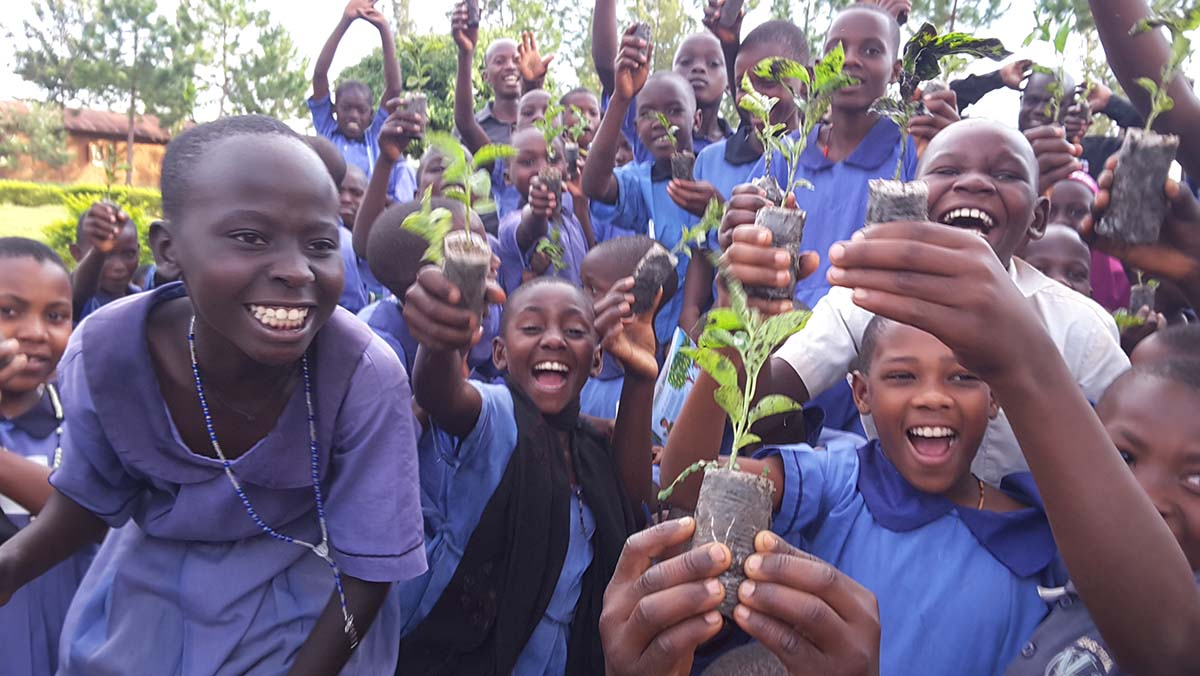 school-gardening-project-in-uganda-reaches-total-of-50-participating-schools
